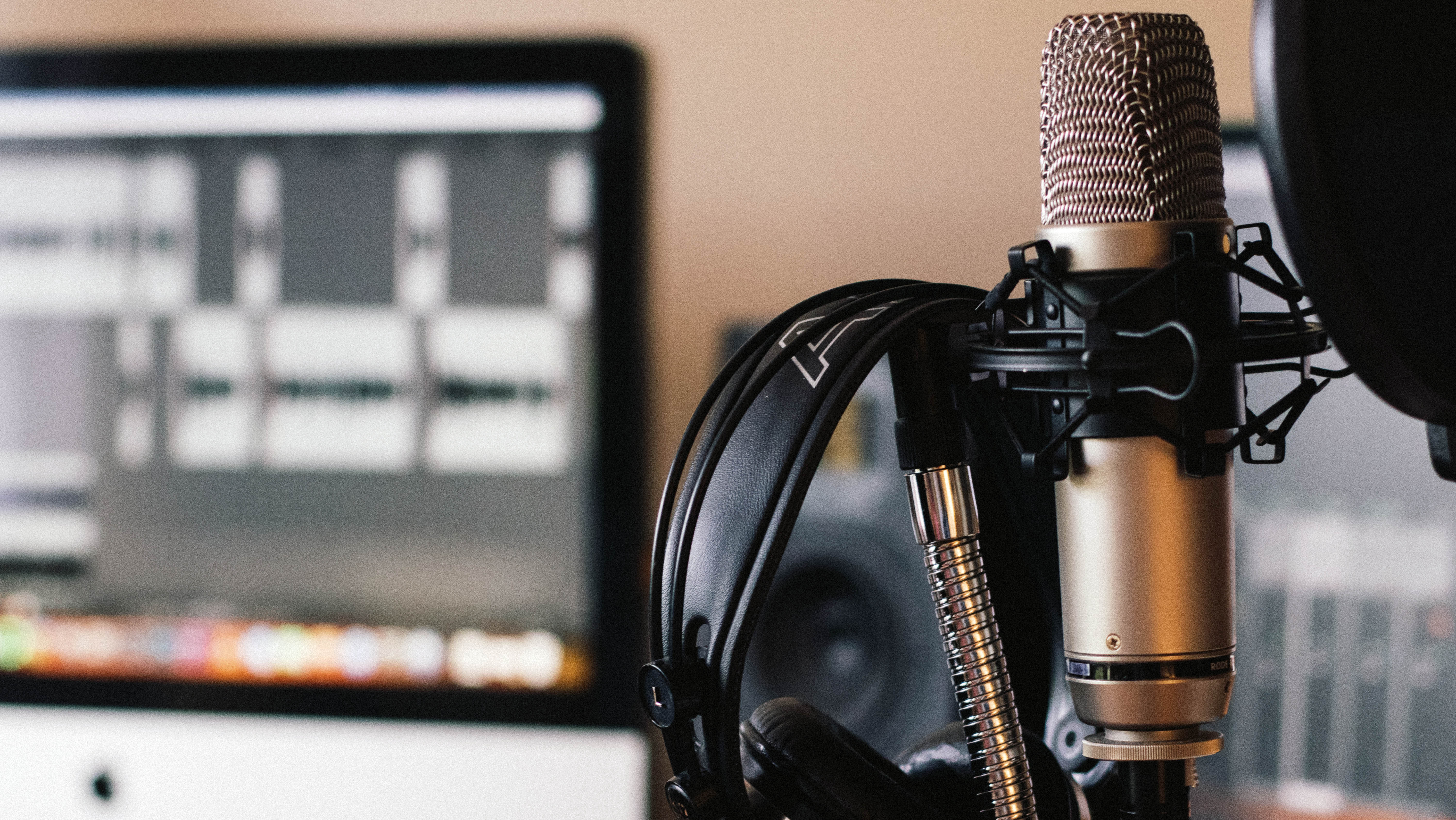 VOICE OVER ARTISTS AVAILABLE / ENGLISH AND INTERNATIONAL